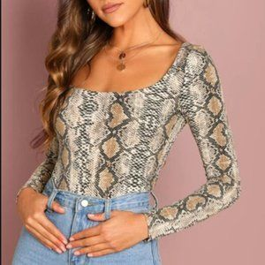 4/$30 SHEIN Square Neck T-Shirt With Pytho…